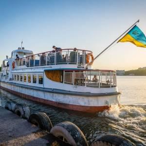 Теплоходи на Тернопільському ставі: ціна квитків та графік роботи