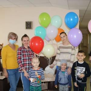 Волонтеры провели мастер-класс для детей  гематологии Детской областной больницы