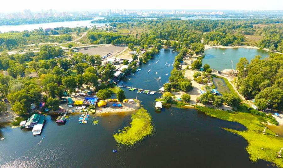 ТОП-5 місць у Києві, де можна покатитися на човнах та катамарані