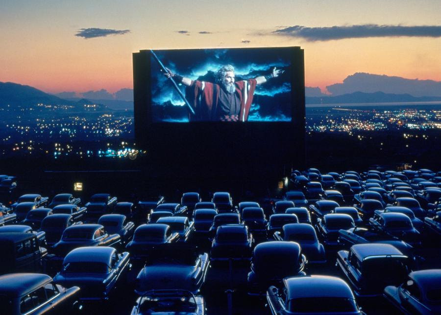 Автокінотеатри в Києві: Де можна подивитися фільм