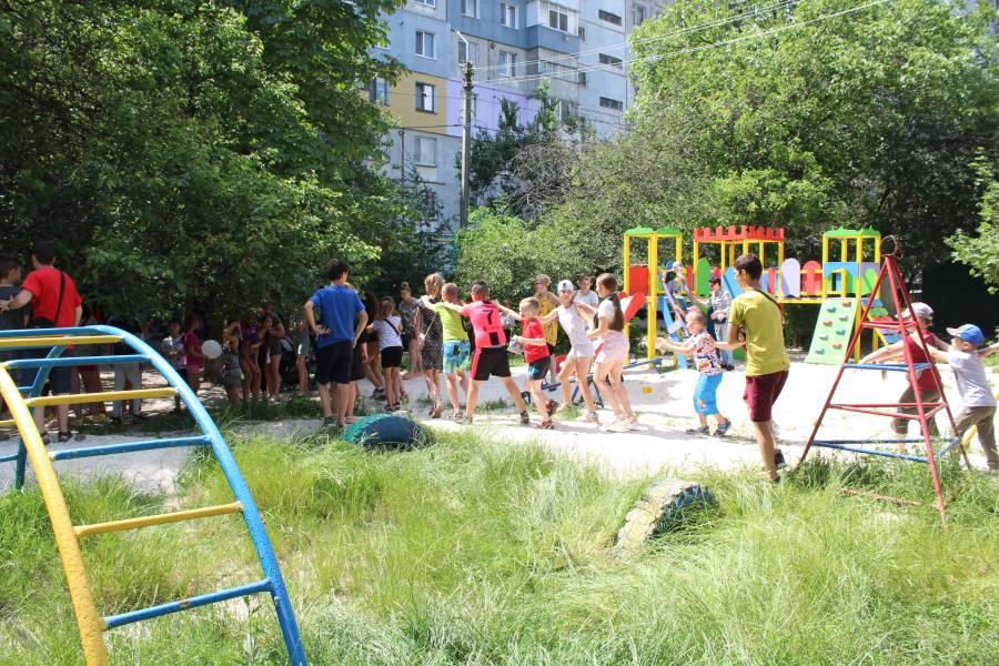 Святкове відкриття дитячого майданчика на вул. Попова