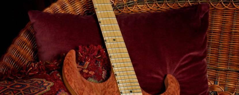 """Антікав'ярня """"ВРЕМЕНИ ВАГОН"""": Джем-сейшн від віртуозу гри на гітарі"""