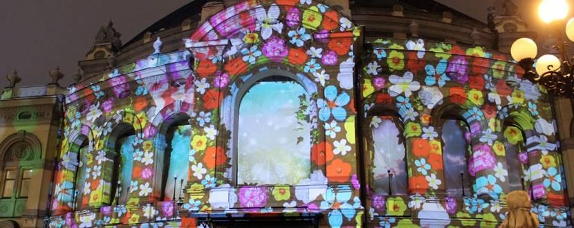 """3D-шоу """"Зимова казка"""" на фасаді Національної опери України"""