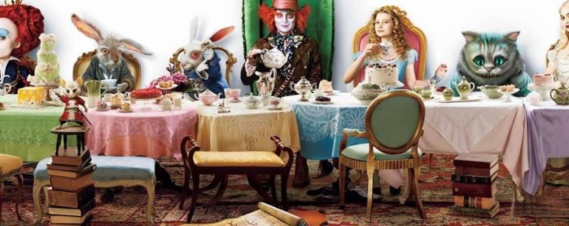 """Піжамна вечірка """"Аліса в задзеркаллі"""""""