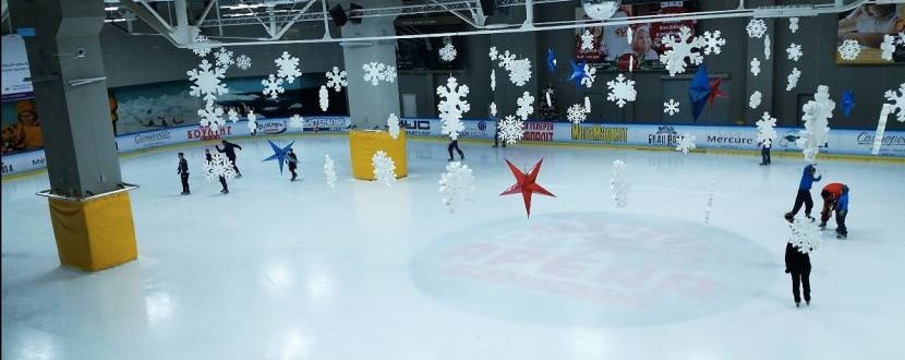 Льодова арена у ТРЦ Космополіт