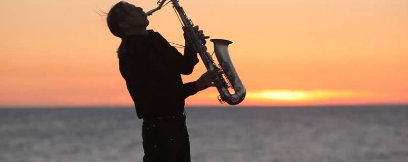 Прогулянка на теплоході зі саксофоністом