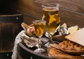 Відкривається «Білий Налив»: устриці, хот-доги і сидр по 29 гривень