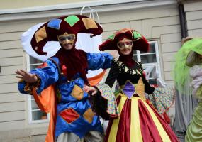 Карнавал біля Оперного театру