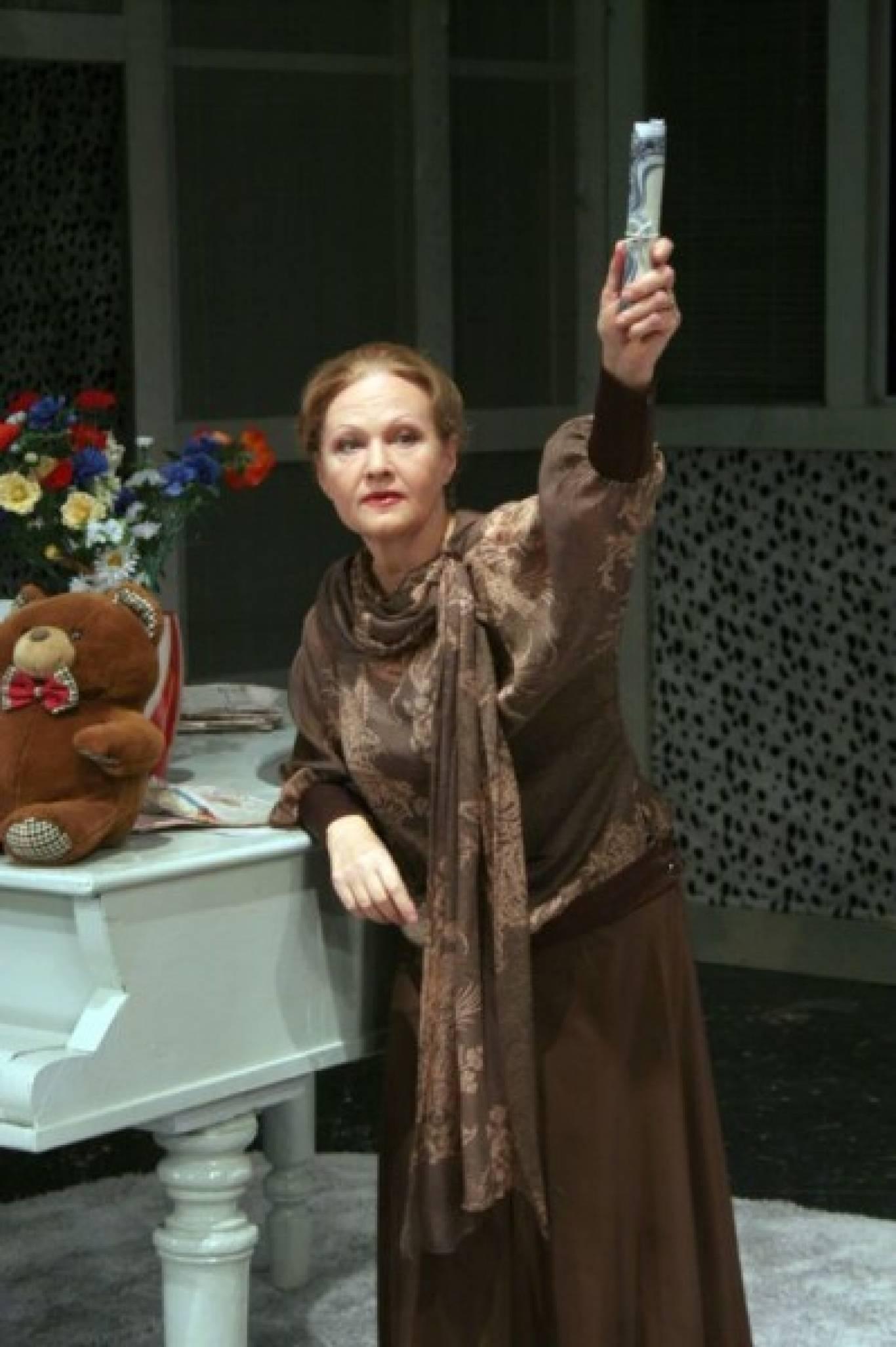 «Дивна місіс Севідж» у театрі російської драми імені Лесі Українки