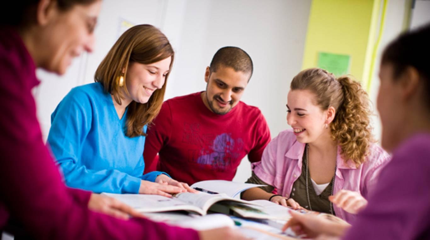 Безкоштовні заняття для молоді з англійської мови та німецької