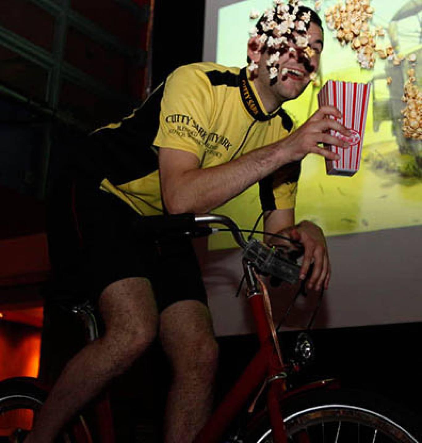 Велокіно: показ фільмів на  Київському велотреку