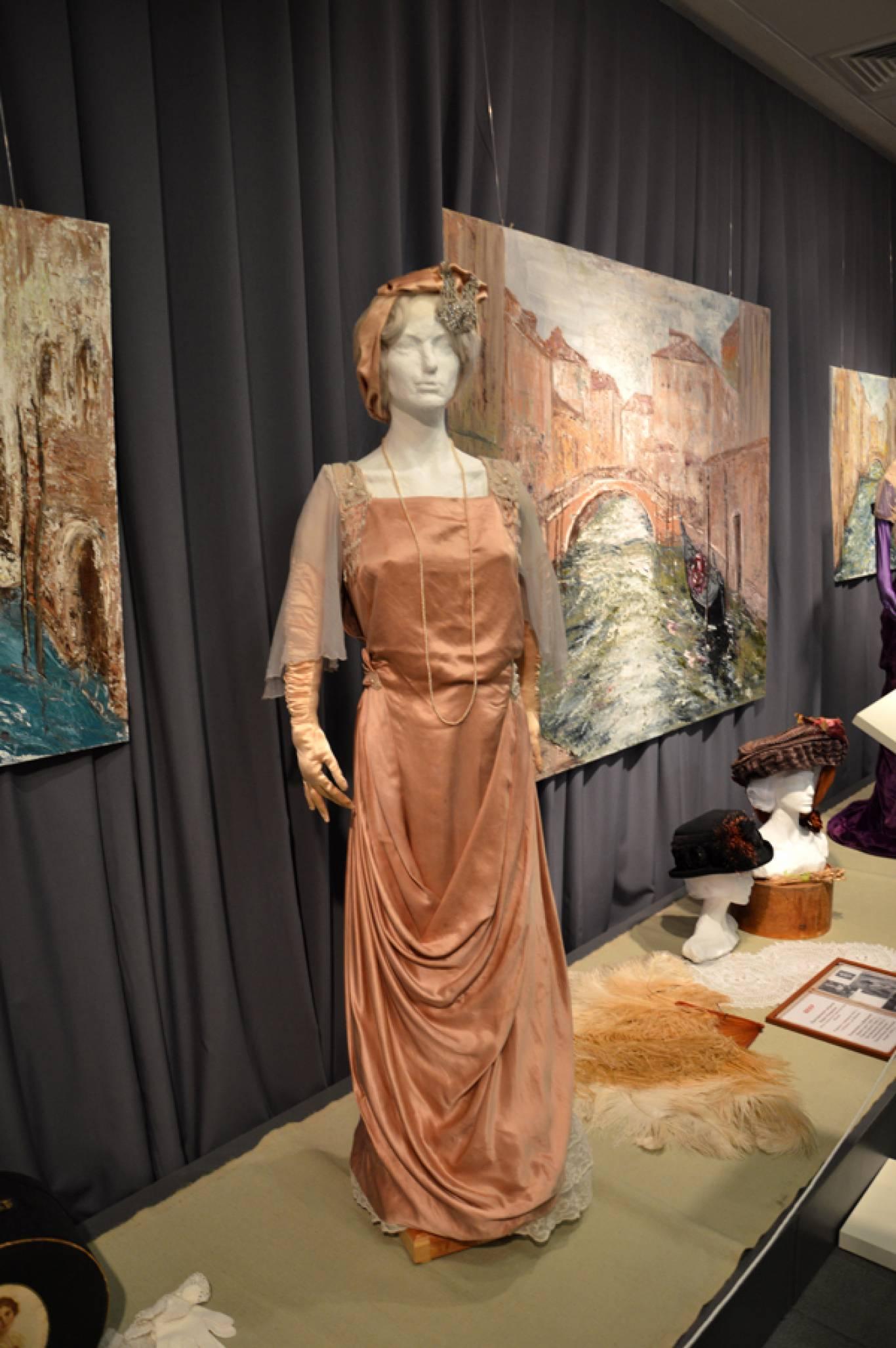 Виставка «МОДЕРН — ЕПОХА ЖІНОЧНОСТІ»  в Музеї історії Києва