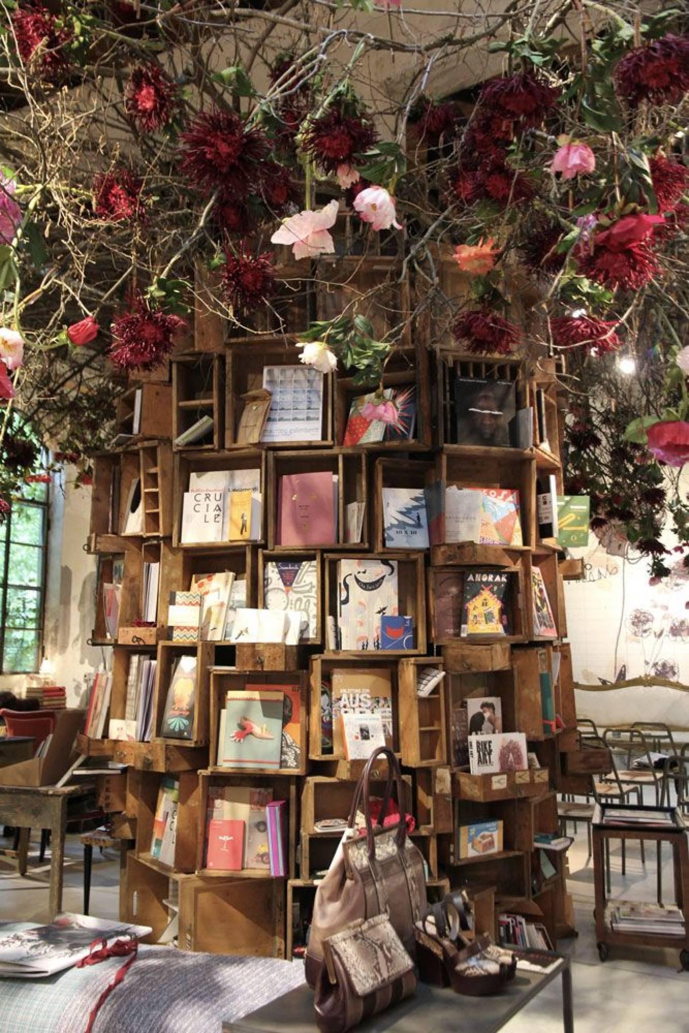 """Виставка-ярмарок """"МЕДВІН: книжкова коляда. Подарунки до Різдва-2015"""""""