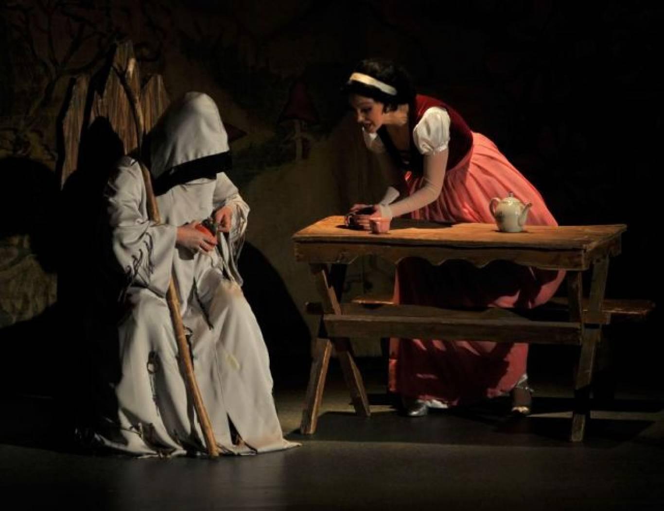 """Музична казка """"Білосніжка і семеро гномів"""" у Театрі оперети"""