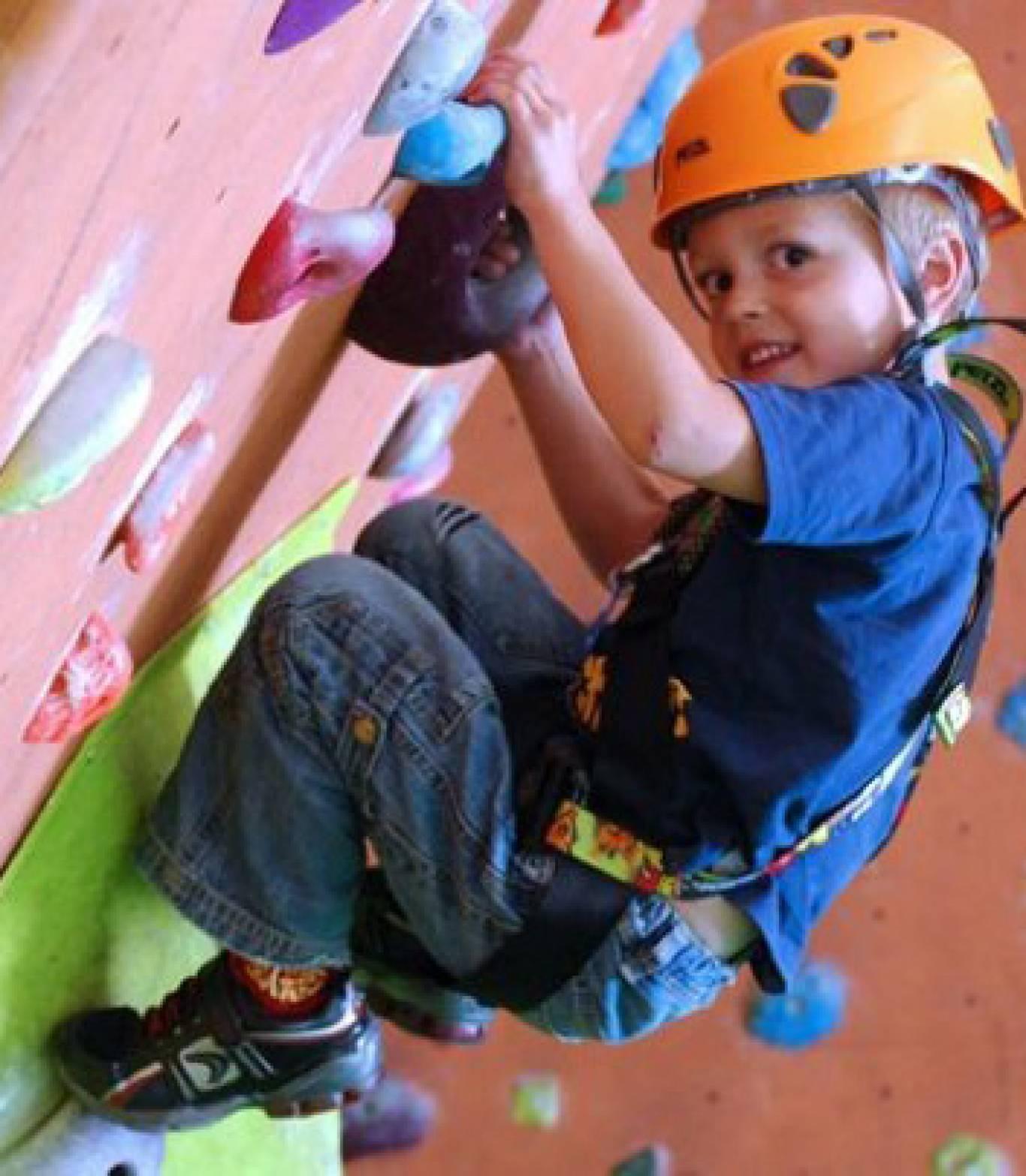 Дозвілля в Дитячому розважальному центрі «Cool Jumper»: скалодром, міні-футбол та батут