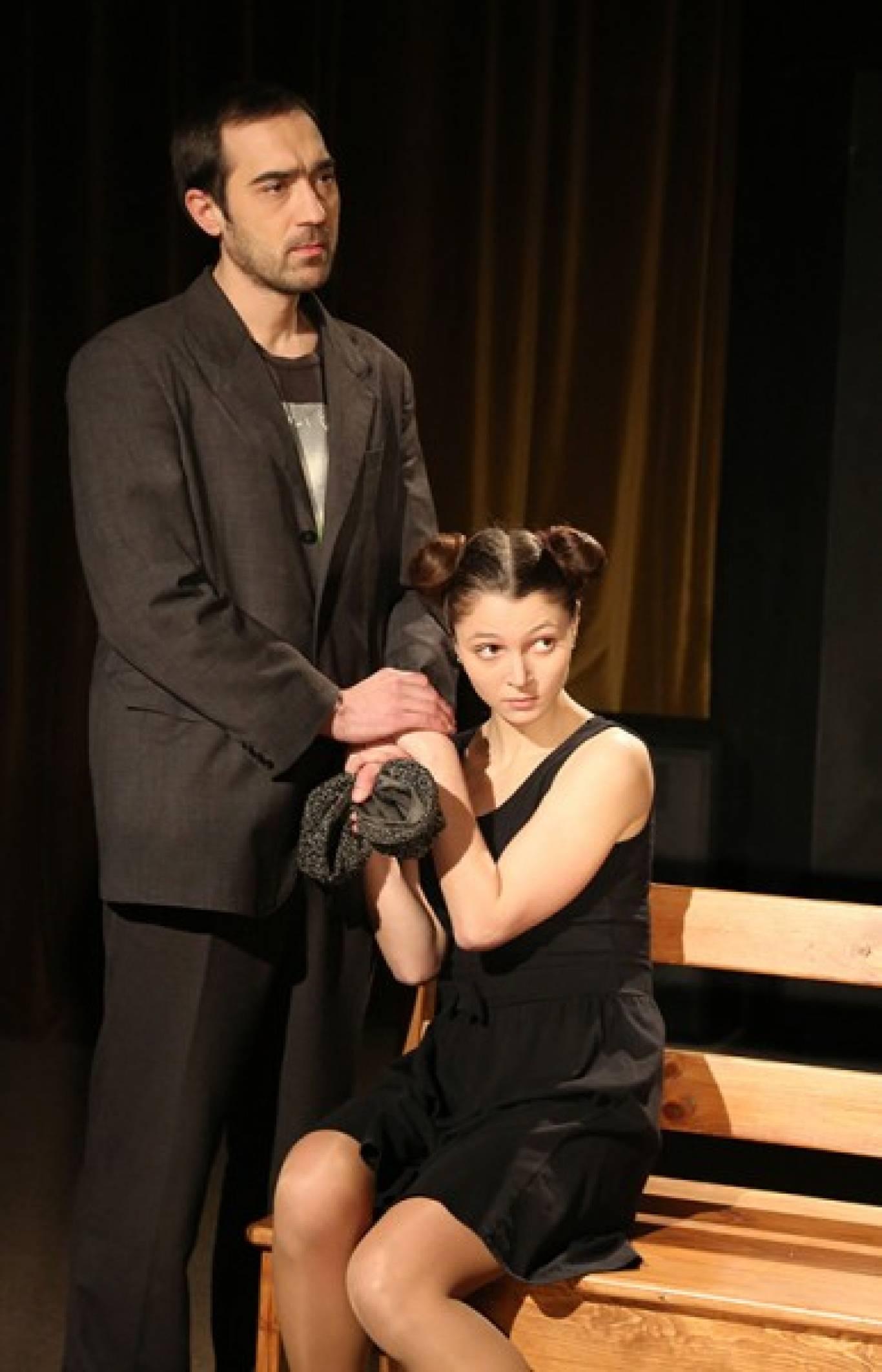 """Вистава """"Двоє, не рахуючи собаки (Історія собаки)"""" в Театрі драми ім. Л.Українки"""