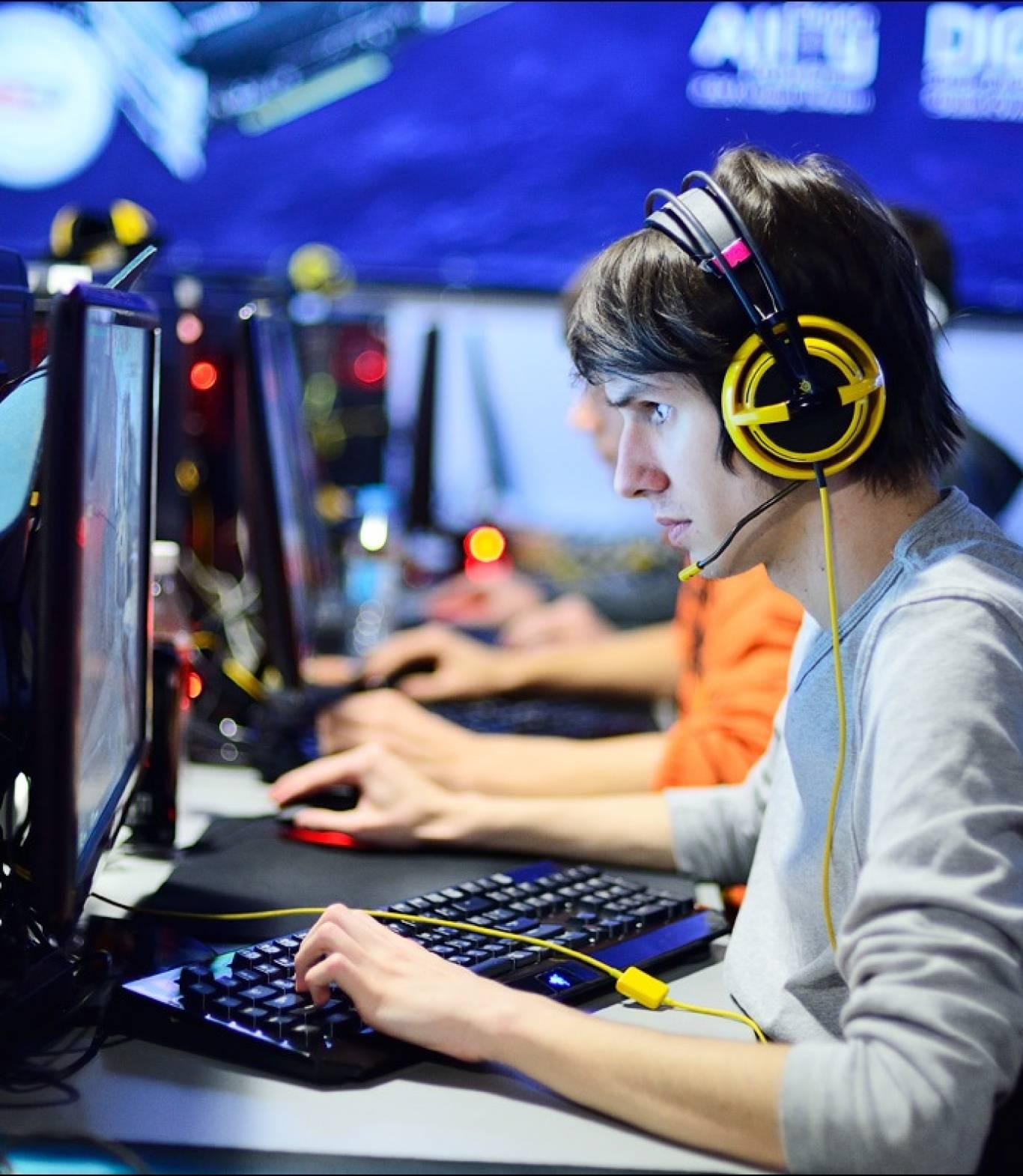 Лан-Турнір FIFA16 в консольному клубі SpyZone