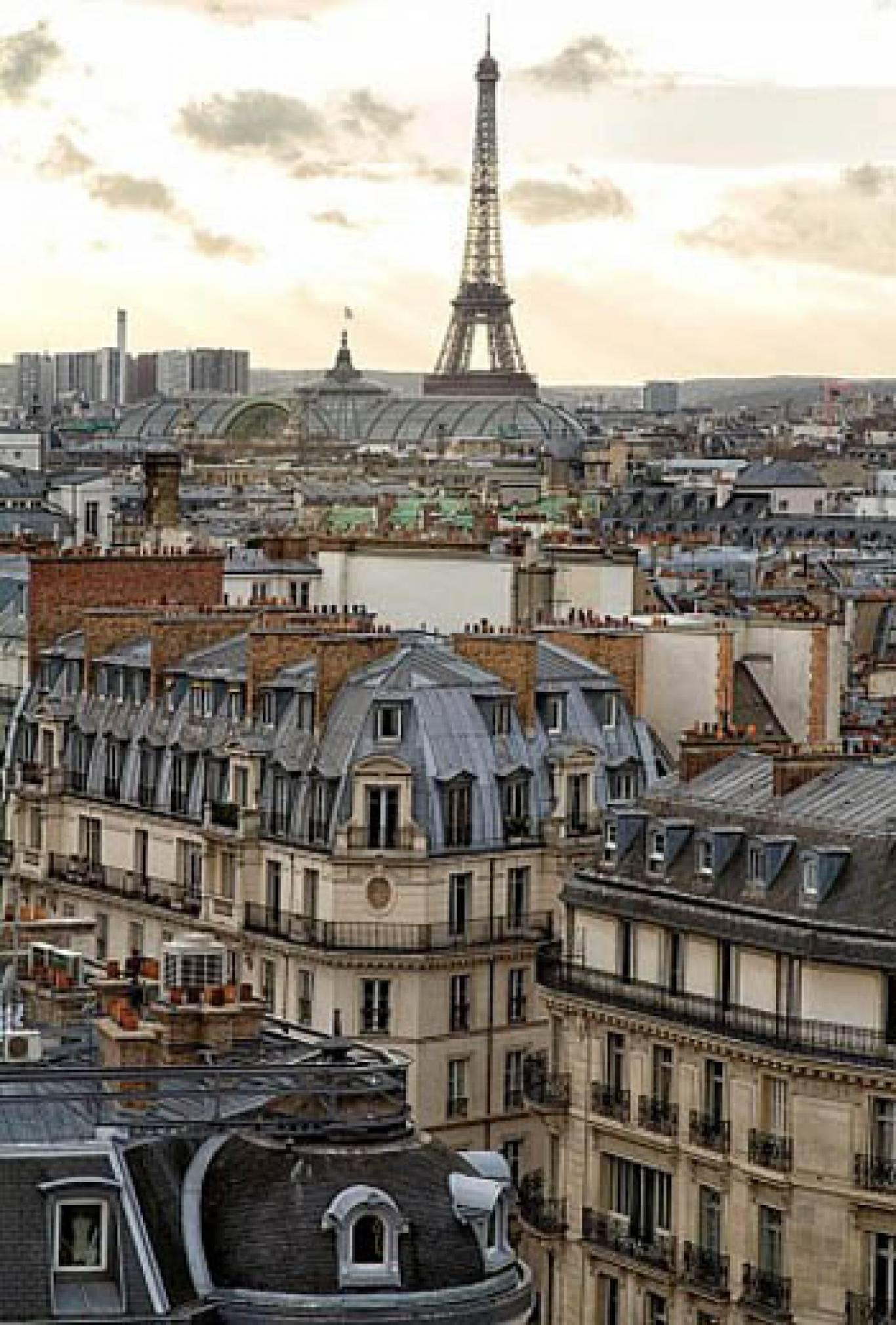 """Фотовиставка """"Крыши Парижа"""": в рамках """"Французької весни в Україні"""""""