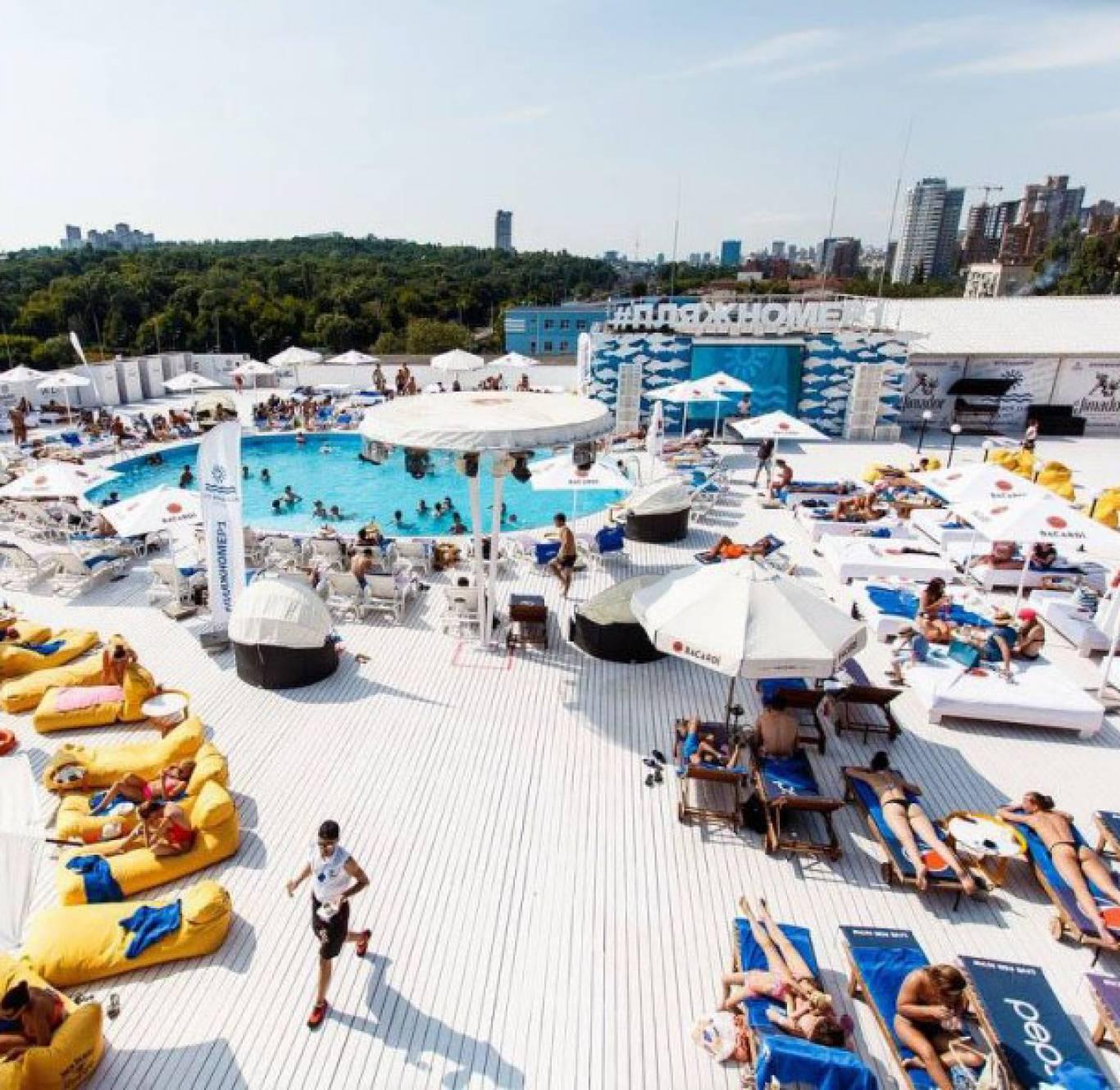 City Beach Club Kiev: відпочивай в кіно на даху та біля басейну