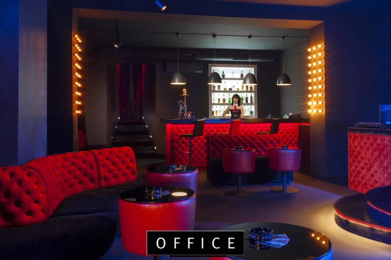новое приватная комната в стриптиз клубе была стройной невысокой
