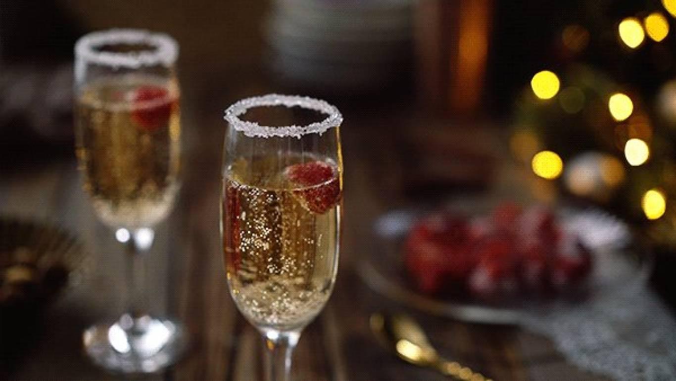 Бокалы шампанского гифка